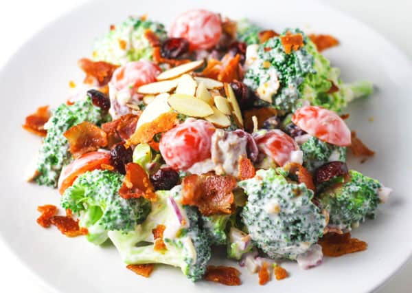 Healthy Broccoli Bacon Salad with Greek Yogurt Dressing, a crowd favorite! | Tastefulventure.com