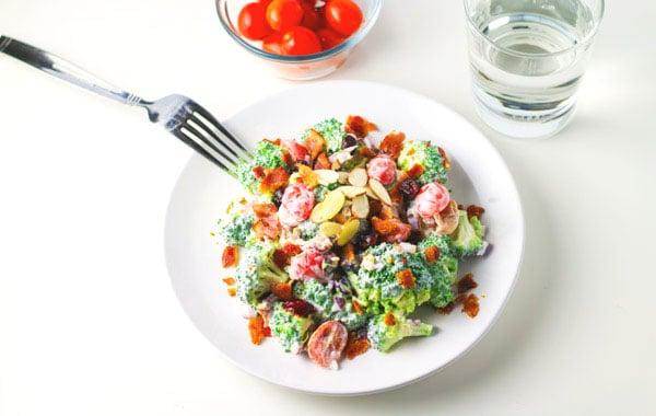 Healthy Broccoli Bacon Salad with Greek Yogurt Dressing, a crowd favorite! | Tastefulventure.com