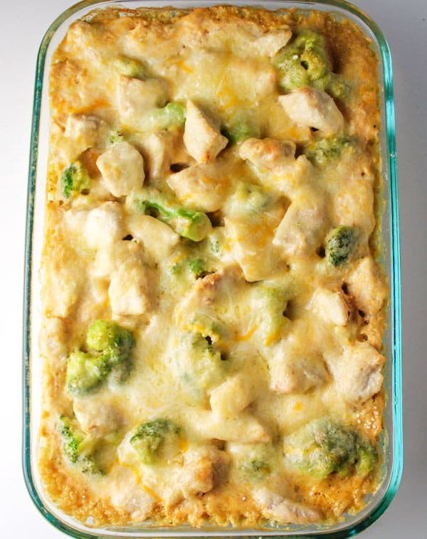 This Chicken Broccoli Quinoa Casserole is gluten free, and easy to make. I made a super easy 5 minute sauce for this using Chicken Broth, Coconut Milk, Almond Flour, and spices! | Tastefulventure.com