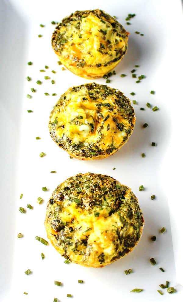 These Mini Ham and Cheese Frittatas are so easy to make, breakfast can be ready in about 20 minutes! | Tastefulventure.com
