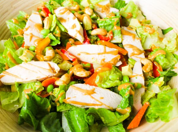 Thai Chicken Salad with Spicy Peanut Sauce is so easy to make and is so addicting!   Tastefulventure.com