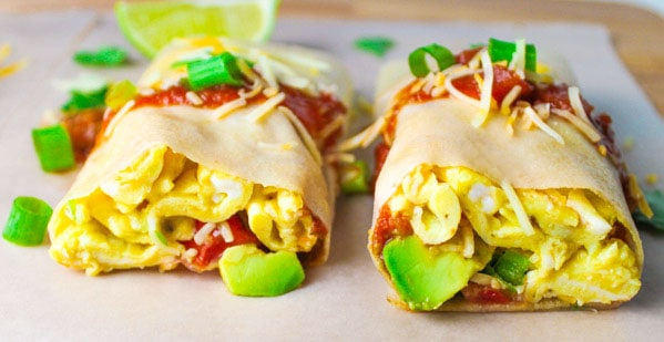 These Paleo Breakfast Burrito Wraps are super easy to make, perfect for breakfast on the go! | Tastefulventure.com