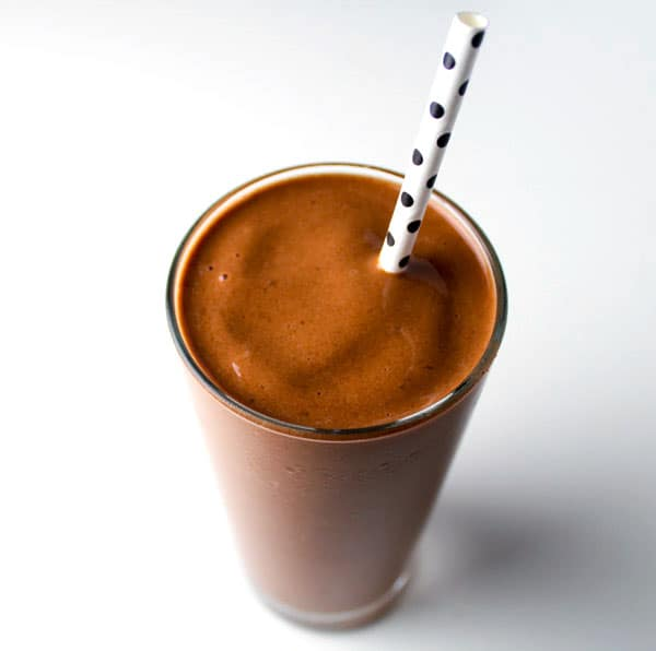 This Skinny Chocolate Banana Smoothie is perfect for an easy morning breakfast. It only takes 3 ingredients plus a blender to whip this smoothie up in seconds. Plus it tastes like a dessert, but without all of the calories... By Tastefulventure.com