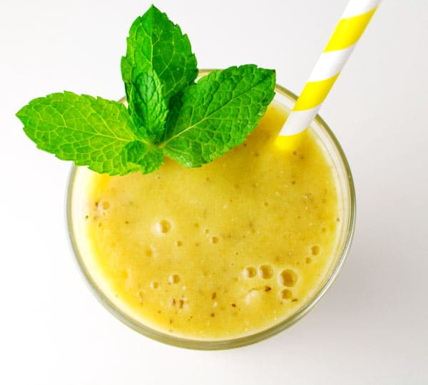 This Mango Mint Smoothie with Chia Seeds is super healthy and full of Vitamin C. We also made this Dairy Free! | Tastefulventure.com