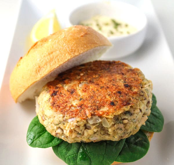 This Parmesan Dill Salmon Burger with Garlic Aioli has such an amazing flavor, and is super easy to make! We made this version Gluten Free! | Tastefulventure.com