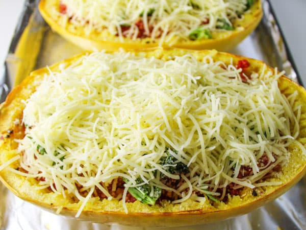 Italian Spaghetti Squash Boats that are so easy to make and a healthier Gluten Free alternative to noodles. Made with simple healthy ingredients and is low in calories! | Tastefulventure.com