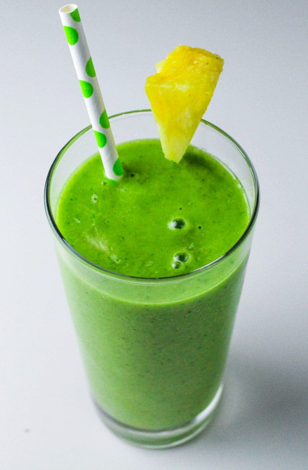Enjoy this Skinny Spinach and Pineapple Smoothie on my 3 Day Detox Guide! | by Tastefulventure.com
