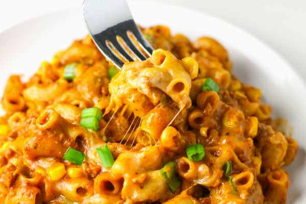 Vegetarian Chili Mac n Cheese made with only 1 Skillet, only takes about 25 minutes to make and is Gluten Free! | Tastefulventure.com