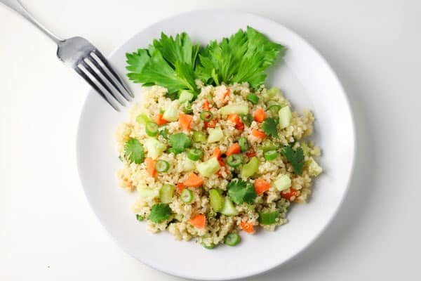 This 20 Minute Summer Quinoa Salad is healthy and easy salad to make, under 200 Calories! | Tastefulventure.com
