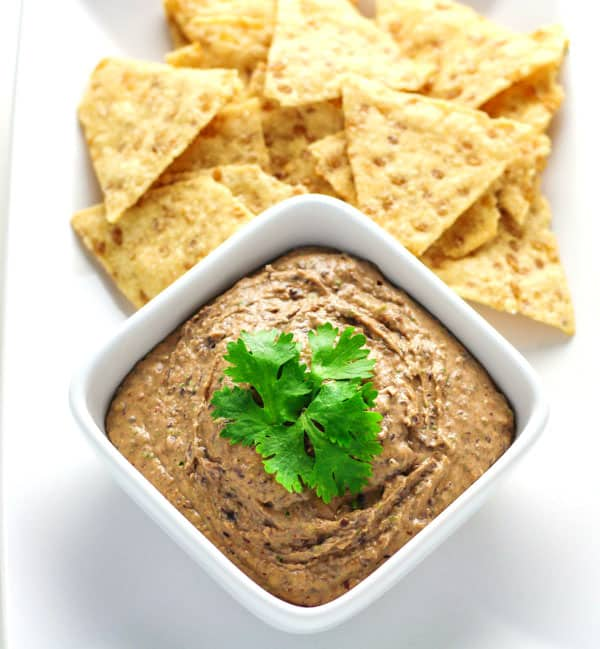 This Black Bean Hummus only takes 5 minutes to make and is a crowd favorite! | Tastefulventure.com
