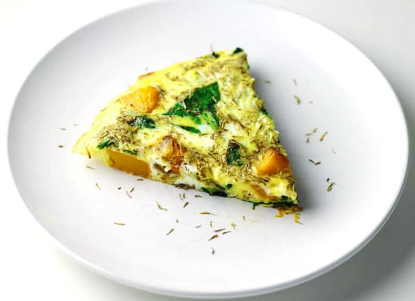 This Butternut Squash and Spinach Frittata is so sweet and savory! A new brunch favorite! | Tastefulventure.com