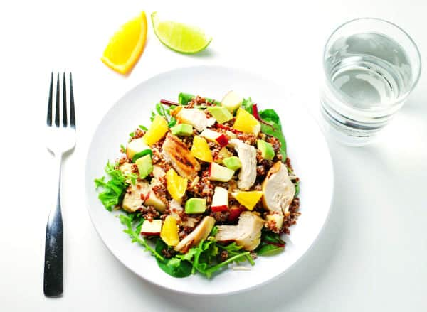This Citrus Chicken Quinoa Salad is super easy to make and so healthy! Under 300 calories per serving, this is packed with goodness! | Tastefulventure.com