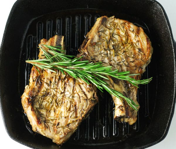 These Grilled Rosemary Pork Chops are perfect for a last minute dinner idea. They are so easy to make and stay nice and tender! | Tastefulventure.com