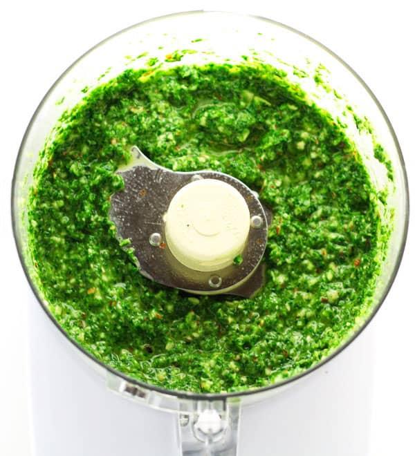 Vegan kale pesto tastefulventure this vegan kale pesto only takes 5 minutes to make and tastes so delicious you forumfinder Gallery
