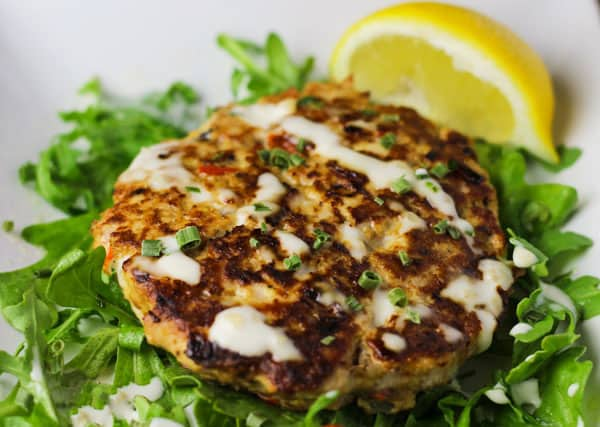 These Low Carb Tuna Cakes are so savory. This is one of the easiest dinners I've made! | Tastefulventure.com