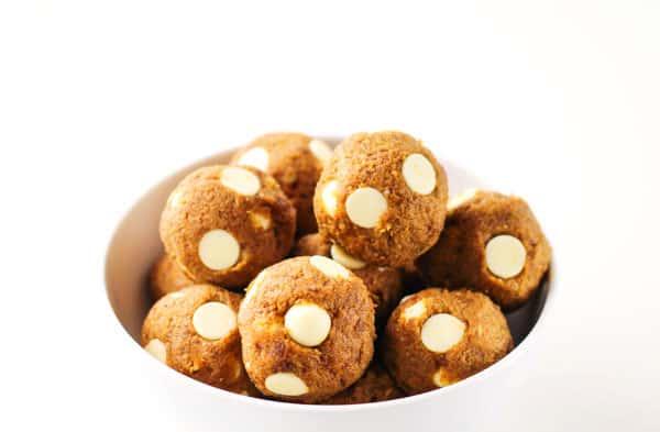 No Bake White Chocolate Pumpkin Bites that are Gluten Free and so yummy! | Tastefulventure.com