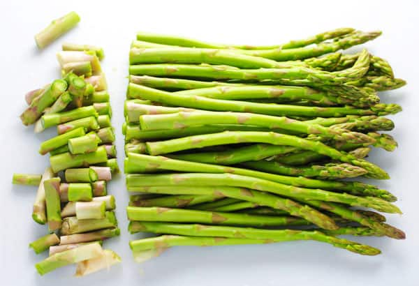 Roasted Asparagus with Lemon, an easy side dish perfect for any meal! | Tastefulventure.com