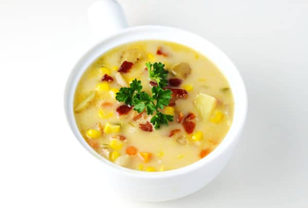 This Southern Style Corn Chowder with Bacon is a crowd favorite! It's so easy to make and so delicious! | Tastefulventure.com