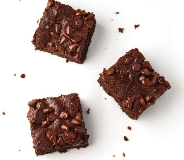 These are SERIOUSLY The Best Gluten Free Brownies, so moist and chocolatey! | Tastefulventure.com