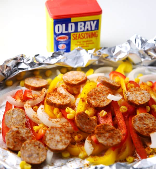 #ad Cajun Sausage and Peppers Foil Packets ~ Just add everything to a foil packet and bake or grill! | Tastefulventure.com made in partnership with Old Bay #IdOLDBAYThat