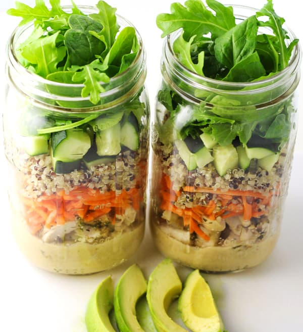 Chicken and Quinoa Mason Jar Salad - This is perfect for Meal Prepping!