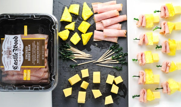 #ad These Ham, Pineapple, and Cheese Bites are the perfect easy appetizer to put together for any party! | tastefulventure.com made in partnership with Castle Wood Reserve @Walmart #BeyondTheSandwich