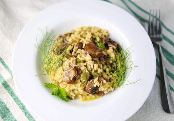 Putting a unique and totally flavorful spin on risotto with this Fennel Mushrooms Lemon and Mint Risotto!