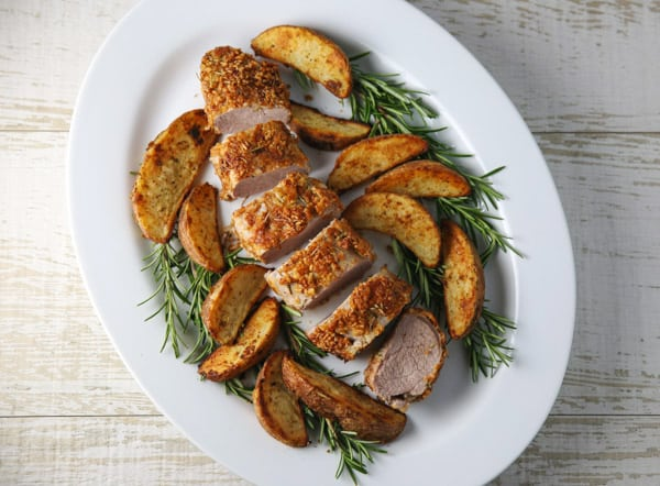 ThisRosemary Parmesan Panko Crusted Pork Tenderloin is so tender, juicy and flavorful! Make this tonight and you can have a delicious dinner on the table in 30 minutes! #30minutemeals #dinner #pork #porktenderloin #glutenfree