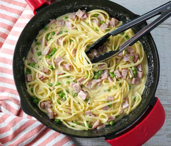 Fettuccine Alfredo with Ham and Peas